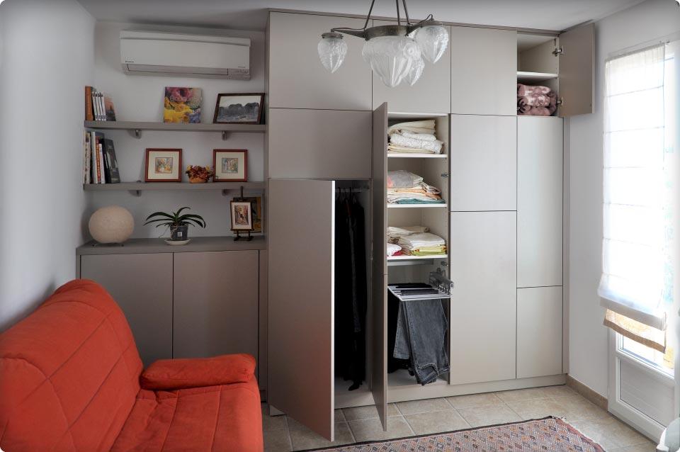 un placard multi usage dans le salon reynier agenceur. Black Bedroom Furniture Sets. Home Design Ideas