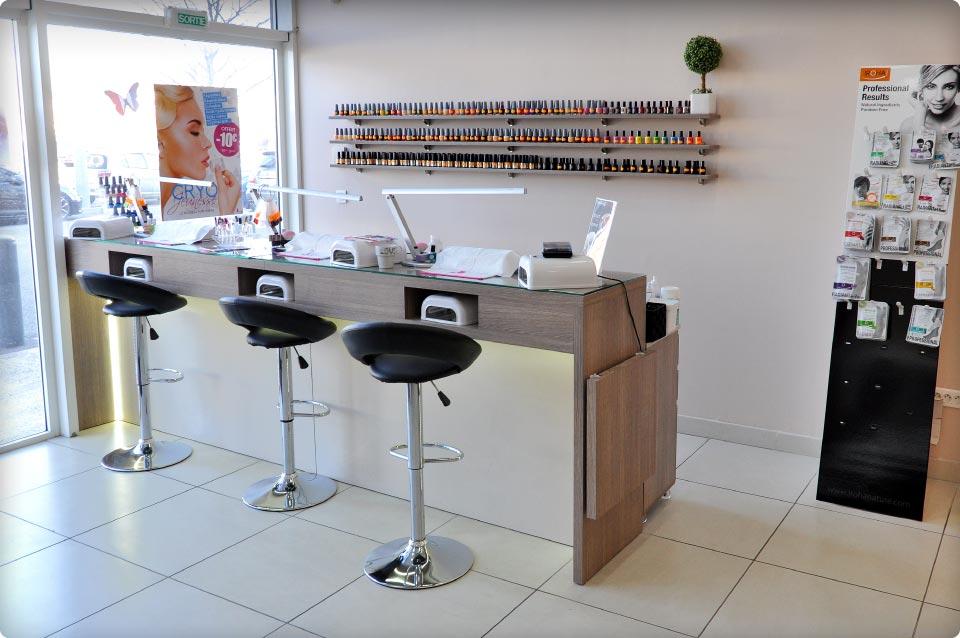 agencement d 39 une onglerie salon de coiffure sur 2 tablissements reynier agenceur. Black Bedroom Furniture Sets. Home Design Ideas