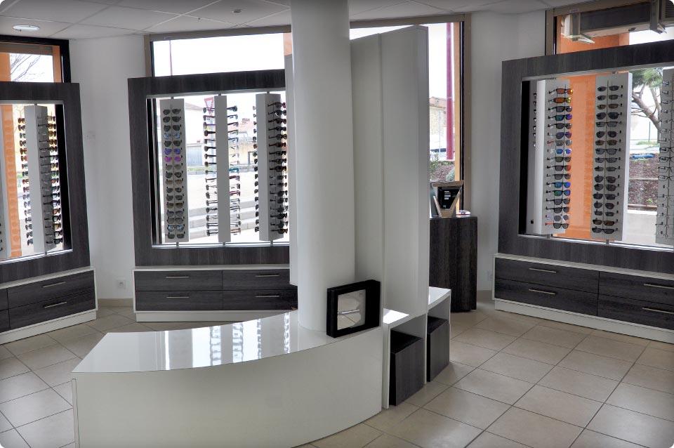 agencement d 39 un magasin d 39 optique reynier agenceur. Black Bedroom Furniture Sets. Home Design Ideas