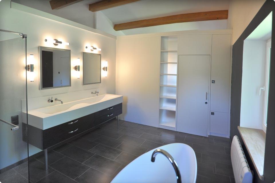 Un agencement qui cloisonne une chambre et une salle de bain reynier agenceur - Agencement chambre ...