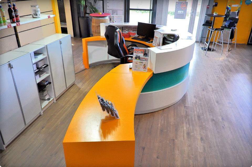 REYNIER Agenceur banque d'accueil salle de sport aménagement intérieur